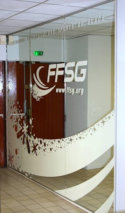 Glasdekoration mit der dekorativen Sichtschutzfolie
